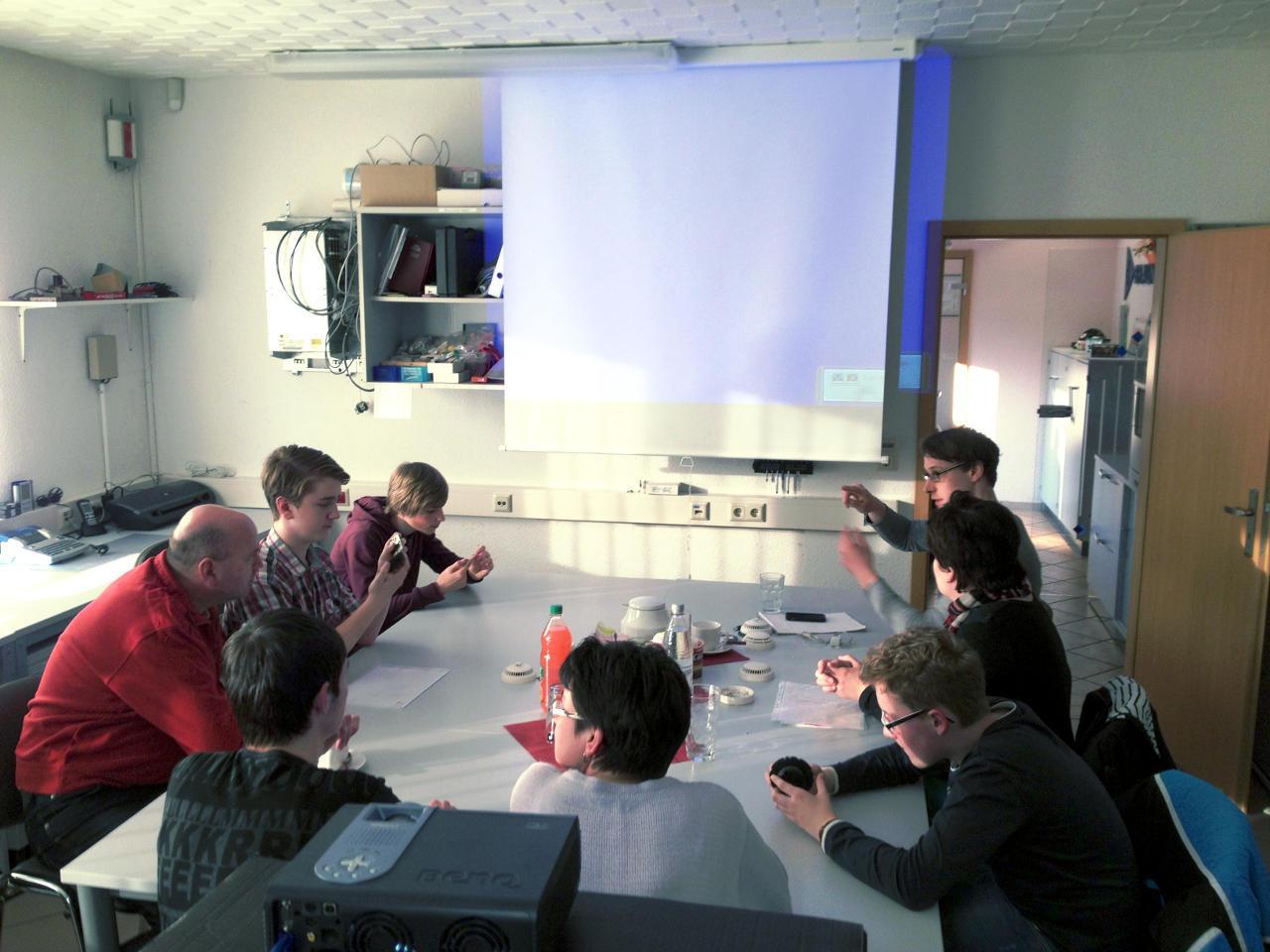 Das Bild zeigt die Vorführung des Ausbildungsplatzes als ITK-Techniker zu unserem Tag der offenen Tür