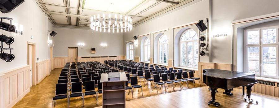 Medientechnik in historischer Aula Gymnasium
