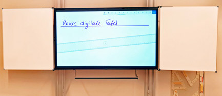 Digitale Tafel mit Pylonensystem